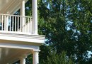 Advantages & Disadvantages of a Flat-Roofed Porch