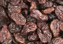 How Much Vitamin K Is in Raisins?