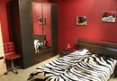 What Color Paint Should I Use for a Zebra Bedspread?