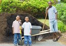 How to Transport Bulk Mulch Around a Yard