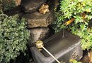 How to Decorate Garden Fountains