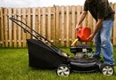 How to Cut a Lawn With a Mulch Blade
