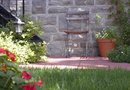 Inexpensive Ways to Have a Courtyard Garden