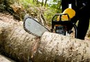 How to Tell if a Chain Saw Oiler Goes Out