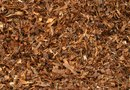 How to Landscape With Mulch & Pine Straw Together