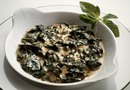 How to Cook Buttered Spinach With Garlic