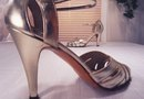 How to Make a Centerpiece Using a High-Heeled Shoe