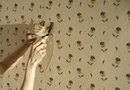 How to Finish Sheetrock After Peeling Off the Wallpaper