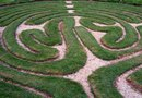 How to Make a Maze in Your Yard