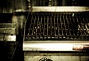 How to Clean Gas Grills With Aluminum Foil