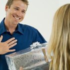 Cute Ways to Give Your Boyfriend a Gift