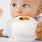 How Many Ounces of Formula Should a Baby Have When Eating Solid Foods?