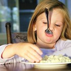 How to Encourage Children Who Are Very Slow Eaters to Eat Faster