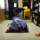 Proper Etiquette When a Muslim Wants to Pray in the Office