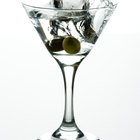 What Is the Difference Between a Dirty & Dry Martini?
