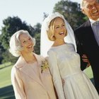 How to Coordinate the Color of Your Mother of the Bride Dress with the Wedding