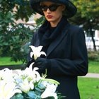 Etiquette for Sending Flowers to a Brother-In-Law's Funeral