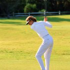 How to Practice a Golf Swing With a Basket Between the Legs