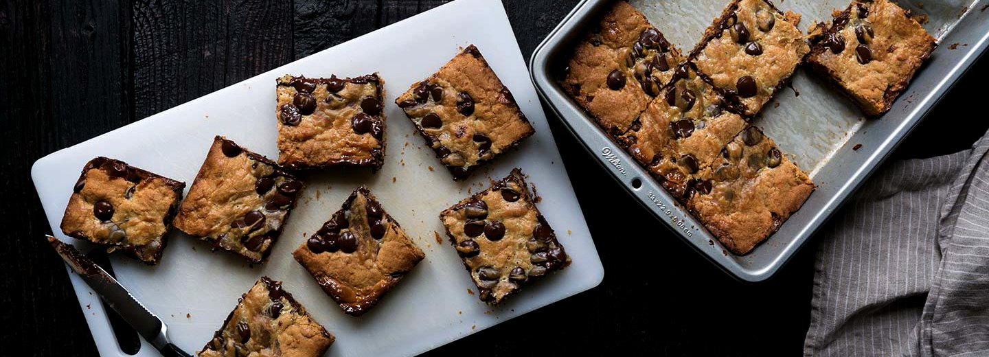 Peanut Butter Chocolate Chip Gooey Bars Recipe