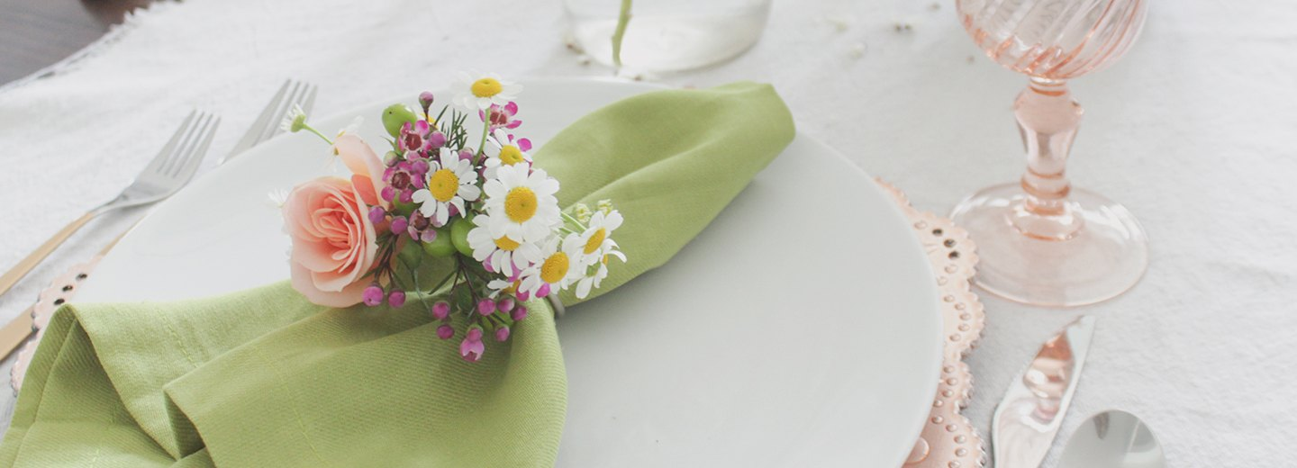 How to Create Napkin Rings Using Fresh Florals