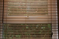 Do-it-yourselfers can repair horizontal window blinds.
