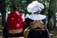 Men and women can wear Renaissance hats and headpieces.