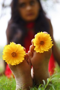 You don't need daisies between your toes to keep your feet fresh as a daisy.