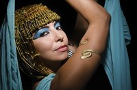 Try Cleopatra's dramtic makeup for Halloween