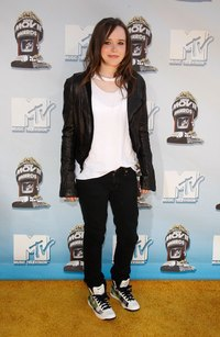 Actress Ellen Page pairs a leather jacket with sneakers at the MTV Movie Awards.