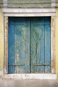 use faux finishing to make your window frame look distressed - Distressed Window Frame