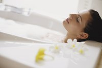 Relaxing in a cool bath can help soothe hives.