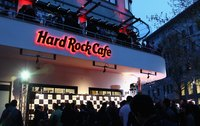 Hard Rock Cafe drawing in a crowd.
