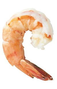 Cooks have the option of boiling shrimp before peeling them.