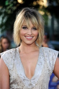 "Dianna Agron wears a textured bob to the ""Glee, The 3D Concert Movie"" premiere in Westwood, California."