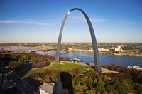 Mississippi river flowing through St. Louis.
