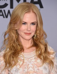 Nicole Kidman rocks soft, luscious red-carpet curls.