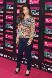Spanish actress Yohana Cobo shows how skinny jeans can elongate bigger calves on a fuller body shape.