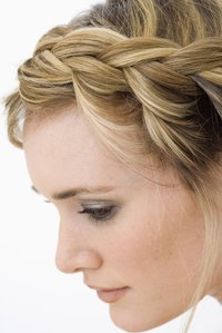 The Greek goddess hairstyle combines the french braid with the conventional braid.