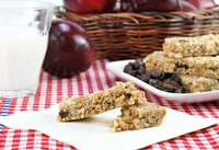Muesli or granola bars are sweet and nutritious.