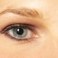 how to clean false eyelashes while wearing them