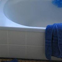 About bathtub liners ehow for Bathtub liner problems
