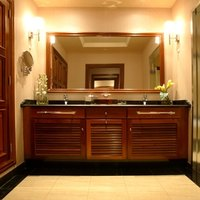 how to remove an attached bathroom mirror ehow. Black Bedroom Furniture Sets. Home Design Ideas