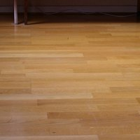 Vinyl flooring pros cons ehow for Vinyl flooring for kitchens pros and cons