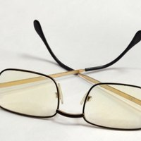 how to remove scratches from plastic prescription glasses ehow. Black Bedroom Furniture Sets. Home Design Ideas