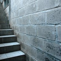 How to paint concrete block basement walls ehow - Painting cinder block exterior walls ...