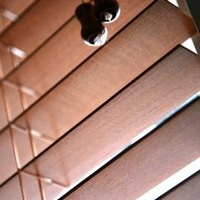 how to remove slats from faux wood blinds ehow. Black Bedroom Furniture Sets. Home Design Ideas