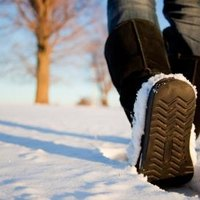 how to keep feet warm