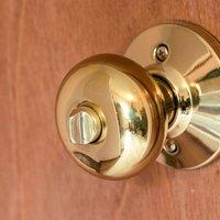 how to fix a door knob that won t open