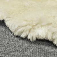 how to clean a white fur rug ehow. Black Bedroom Furniture Sets. Home Design Ideas