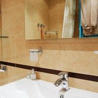 Ada requirements for a pedestal sink ehow - Ada bathroom mirror requirements ...